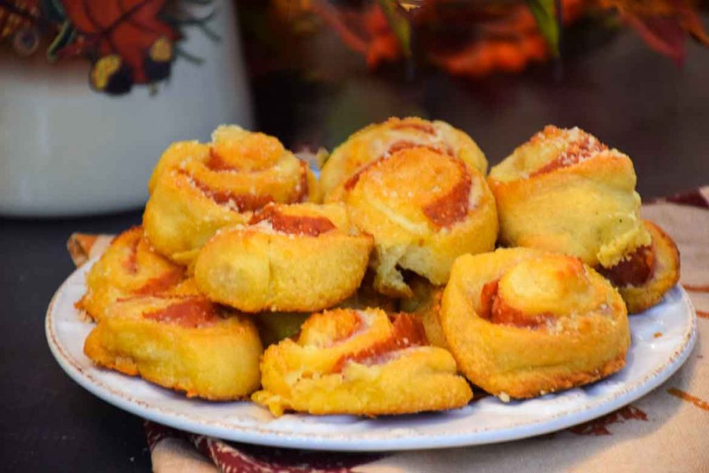 cheesy garlic pizza bites made with crescent roll dough