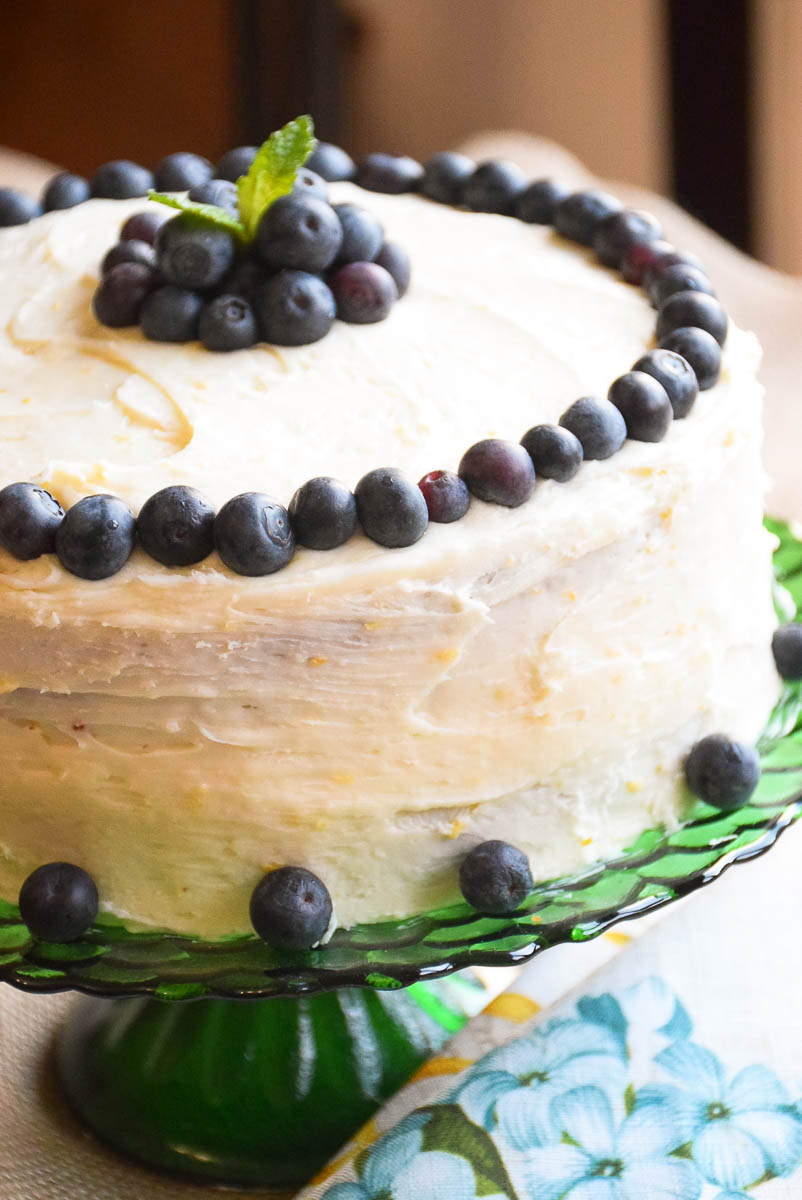 how to make banana cake with cream cheese frosting