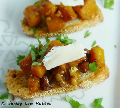 Butternut Squash Bruschetta - buttery squash elevated with some honey and chili! #appetizer #butternut