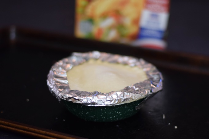cover pie crust edges with tinfoil (1 of 2)