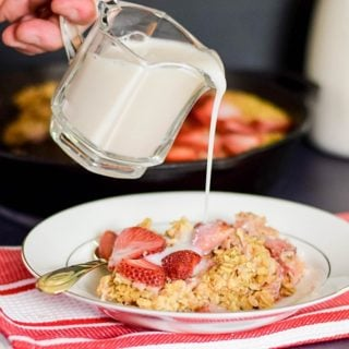 Skillet Baked Strawberry Oatmeal #SundaySupper #FLStrawberry