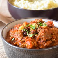 Roasted Garlic Meatball Chili over Cauliflower Rice