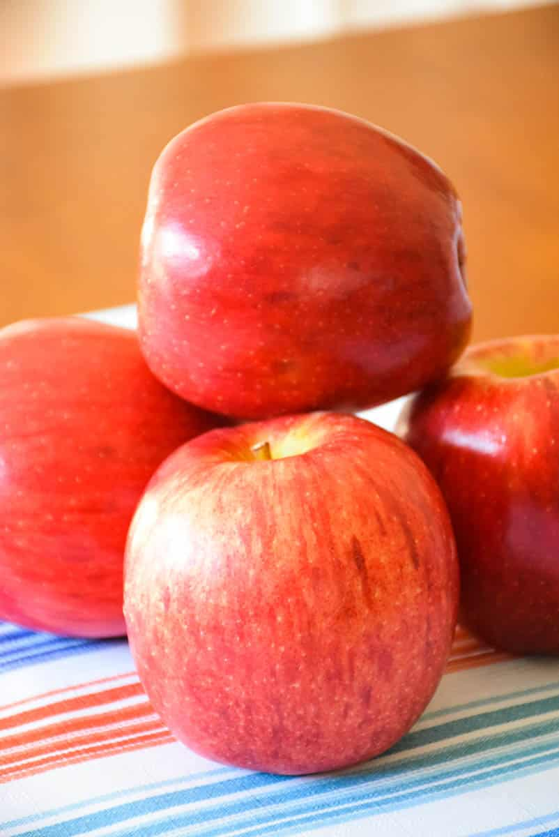 A stack of 4 red apples.
