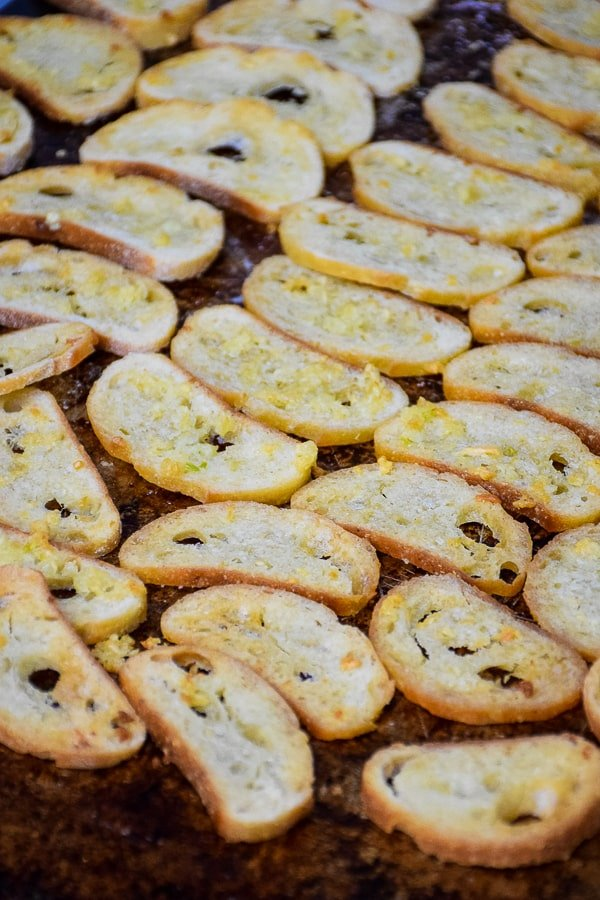 Baked Buttery Garlic Bread Chips #garlic #butter #bread #chips #homemade