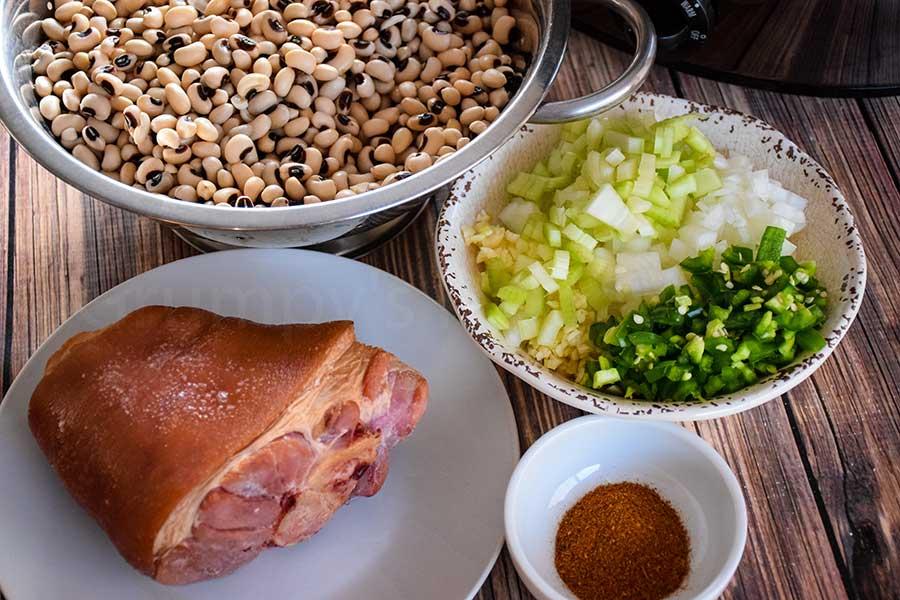 dried peas, ham hock, and seasonings in place