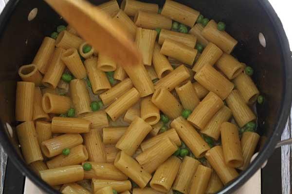 ziti cooking in pot
